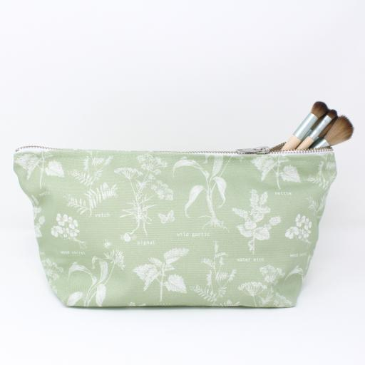 Foraging wash bag