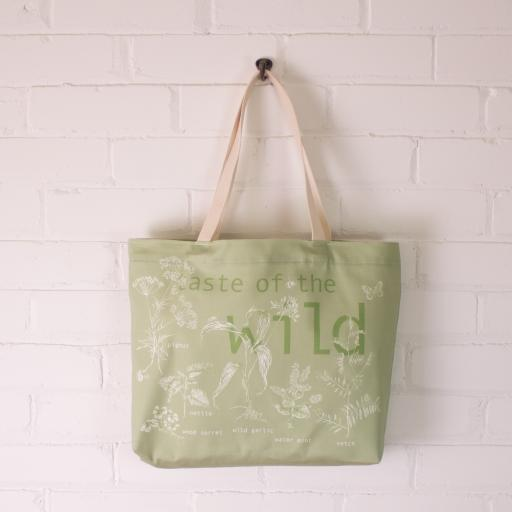 Foraging Tote bag